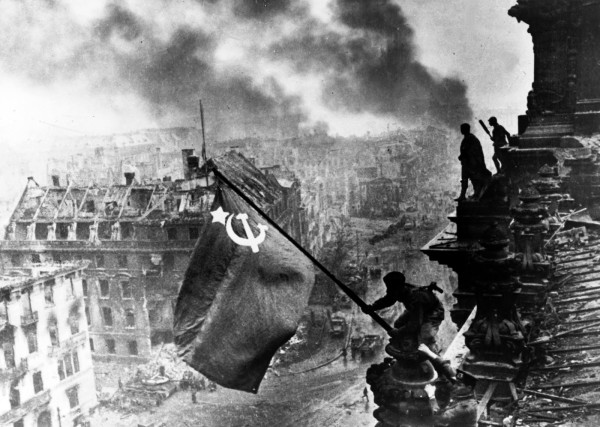 An iconic photograph of World War II (codoh.com)