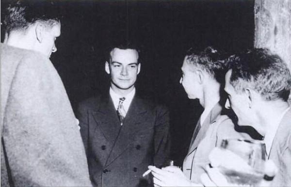 Richard Feynman, center, at Los Alamos