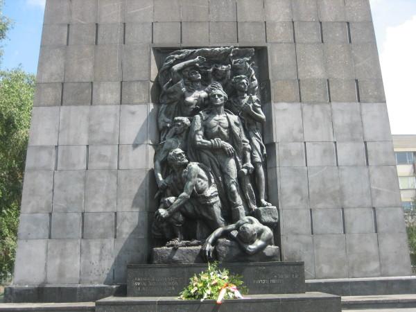 Monument to Warsaw Ghetto uprising (Sheldon Kirshner photo)