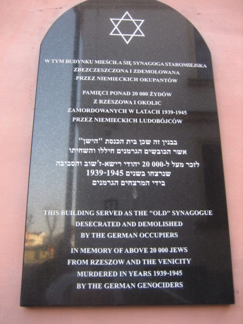 Plaque on Old Synagogue (Sheldon Kirshner photo)