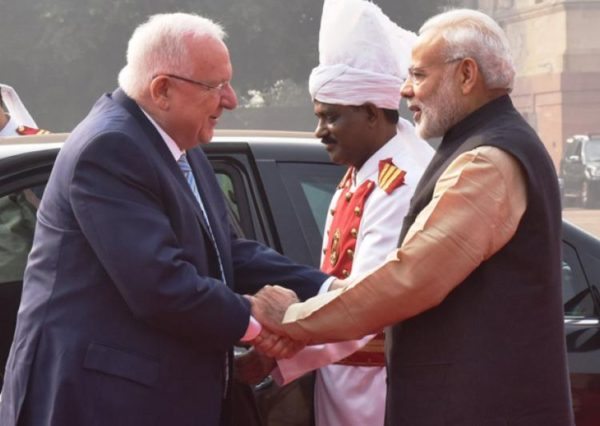 Narendra Modi welcomes Reuvin Rivlin to India